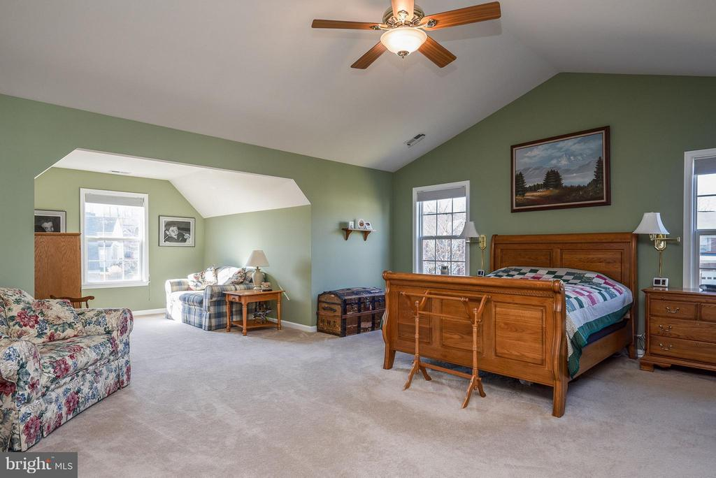 Master bedroom view w/ sitting room. - 9 SAINT CLAIRES CT, STAFFORD