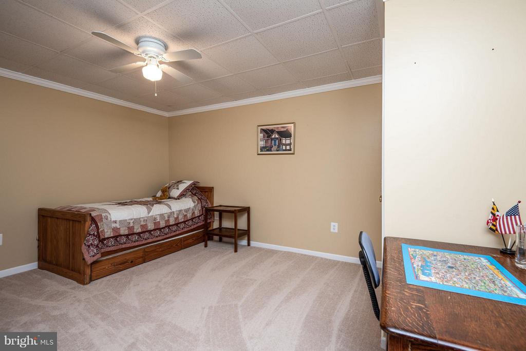 Office/den exercise room? Make it yours! - 9 SAINT CLAIRES CT, STAFFORD