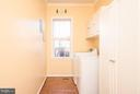 Ample sized laundry room with window - 9 SAINT CLAIRES CT, STAFFORD