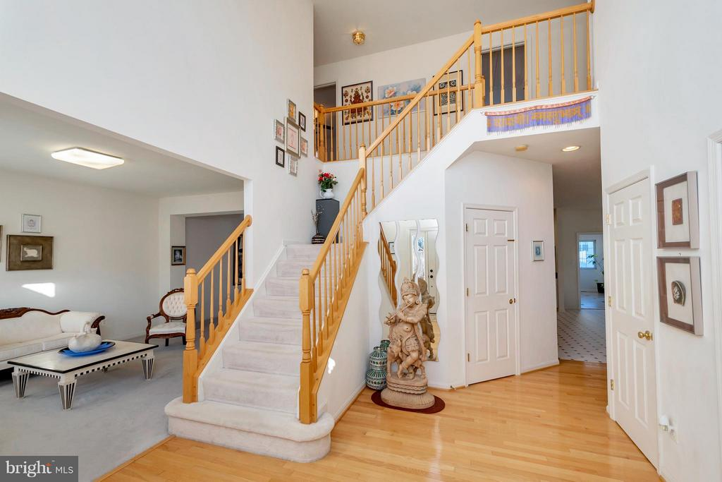 Open two story foyer - 110 HUNTON DR, FREDERICKSBURG