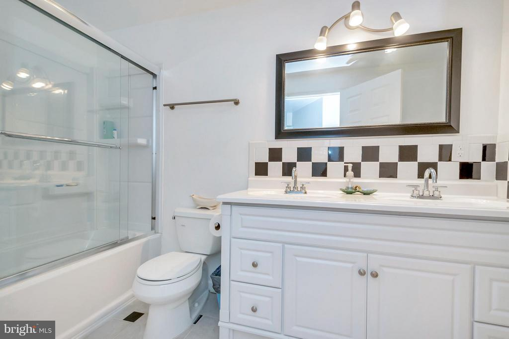 basement bathroom with double vanity - 110 HUNTON DR, FREDERICKSBURG