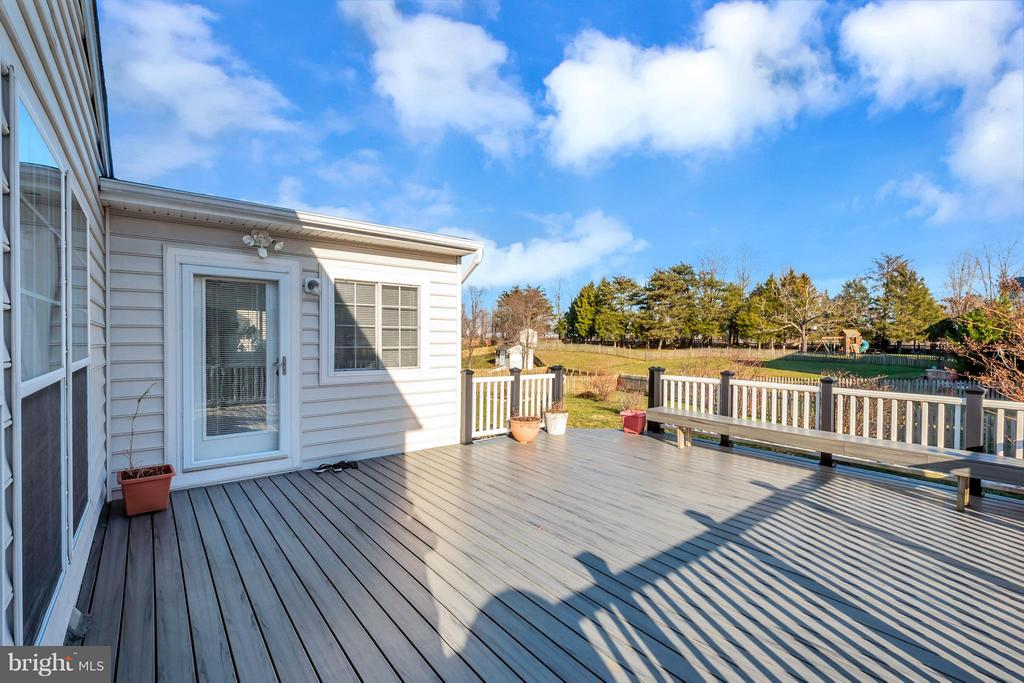 Large composite deck off of sunroom - 110 HUNTON DR, FREDERICKSBURG