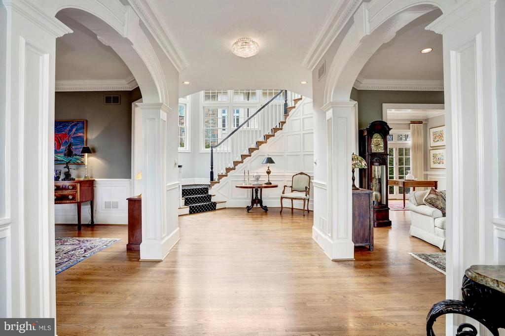 Entry Hall - 1144 LANGLEY LN, MCLEAN