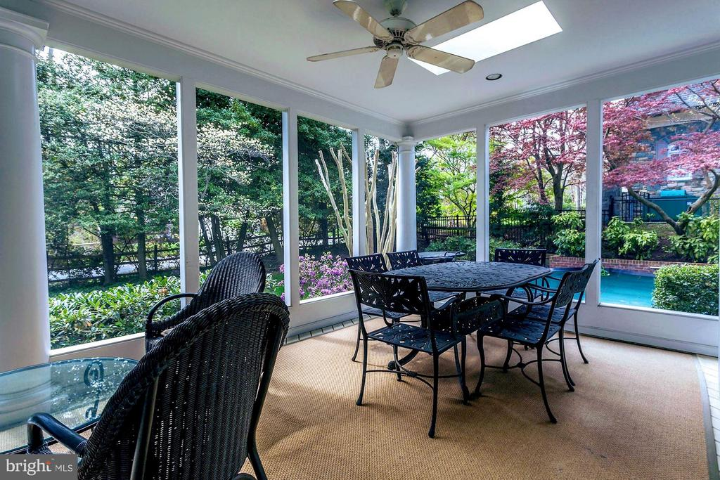 Screened Porch off Kitchen - 1144 LANGLEY LN, MCLEAN