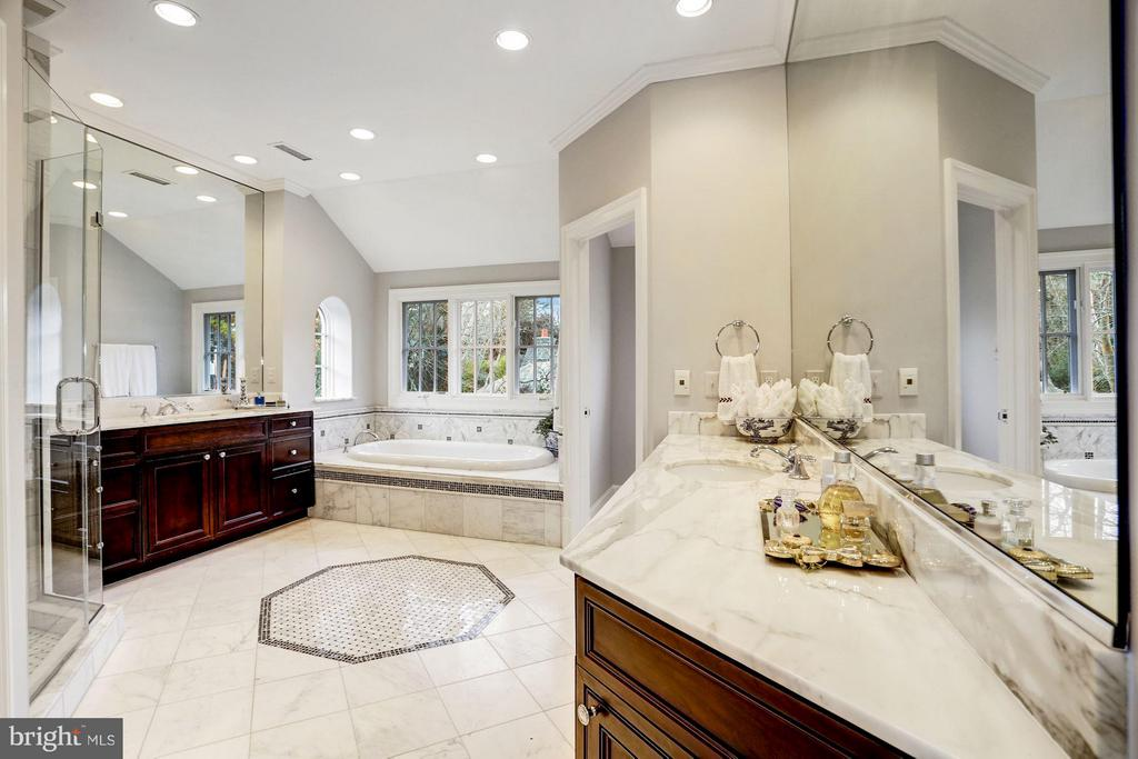 Master Bathroom w/ Dual Vanities & Water Closets - 1144 LANGLEY LN, MCLEAN