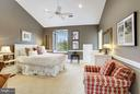 Bedroom w/ vaulted ceiling - 1144 LANGLEY LN, MCLEAN