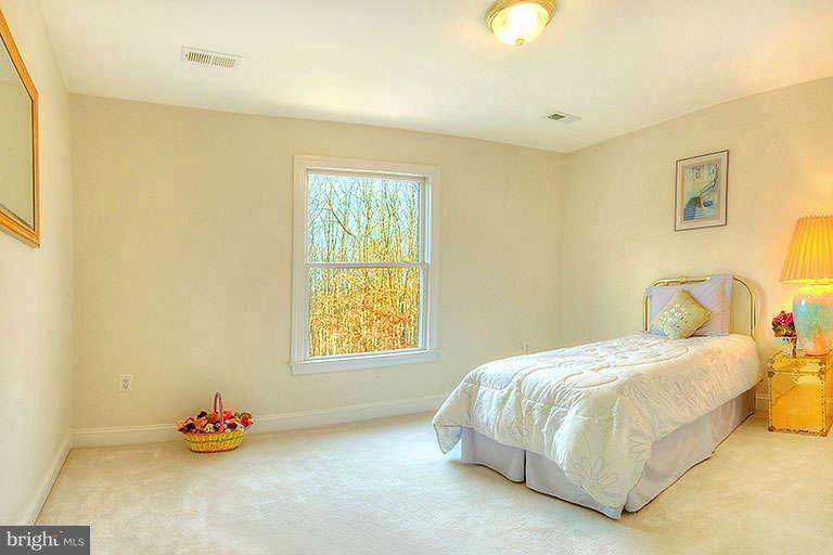 Spacious guest room - 6142 WALKER'S HOLLOW, LOCUST GROVE