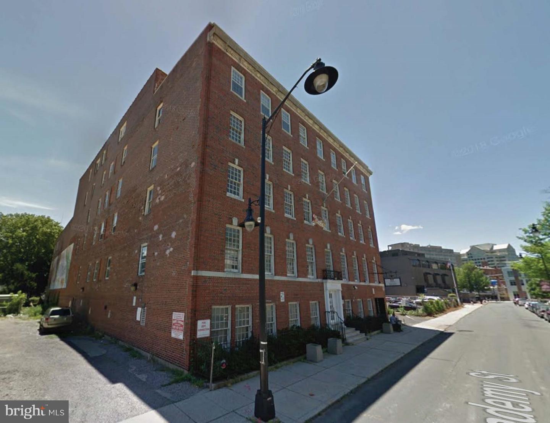 Maison unifamiliale pour l Vente à 127 ACADEMY Trenton, New Jersey 08608 États-UnisDans/Autour: Trenton City, Trenton City