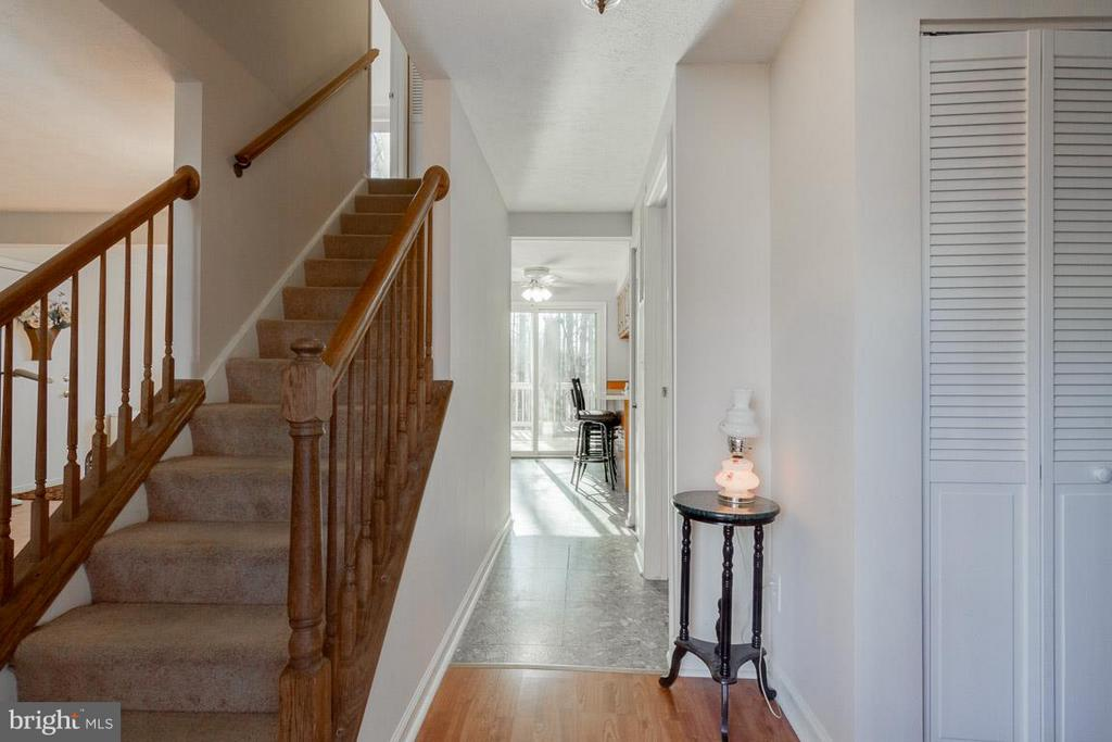 Entry to main level - 11316 LOCH NESS DR, FREDERICKSBURG
