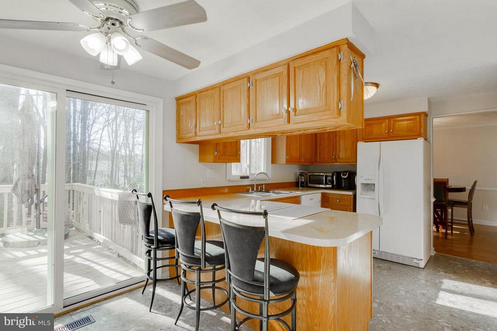 Kitchen sliding door opens to deck - 11316 LOCH NESS DR, FREDERICKSBURG