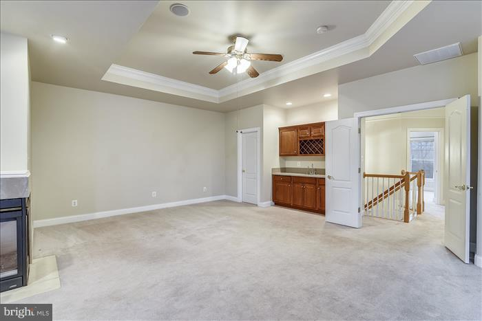 Master Bedroom with Wet Bar and Walk-in Closets - 18987 ROSSBACK TER, LEESBURG