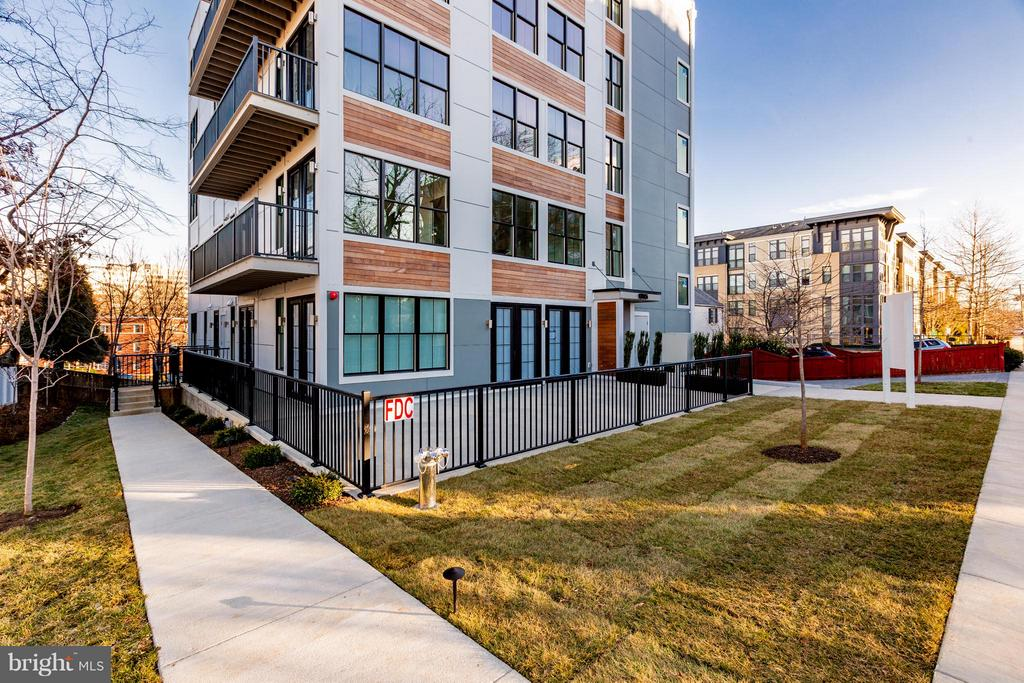 New 12-unit building in Arlington - 1245 PIERCE ST N #11, ARLINGTON