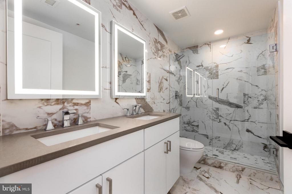 Master bath- marble tile - 1245 PIERCE ST N #7, ARLINGTON