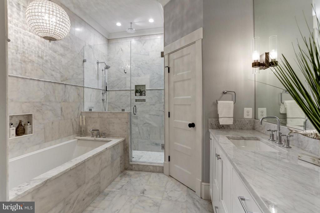 MBA, deep sunken tub, shower, separate toilet - 311 F ST NE, WASHINGTON