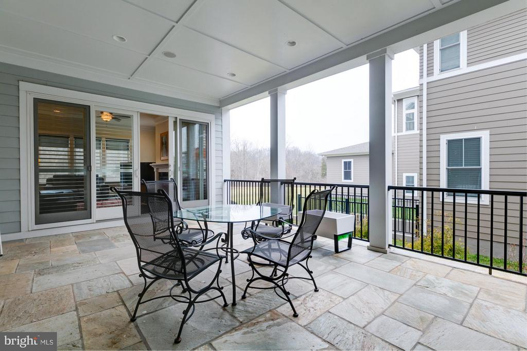 Covered deck w/access to family room & living room - 41629 WHITE YARROW CT, ASHBURN