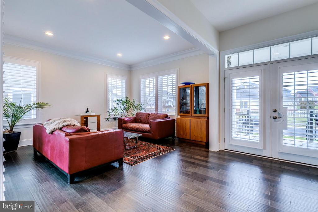 Bright and open front entry and living room - 41629 WHITE YARROW CT, ASHBURN