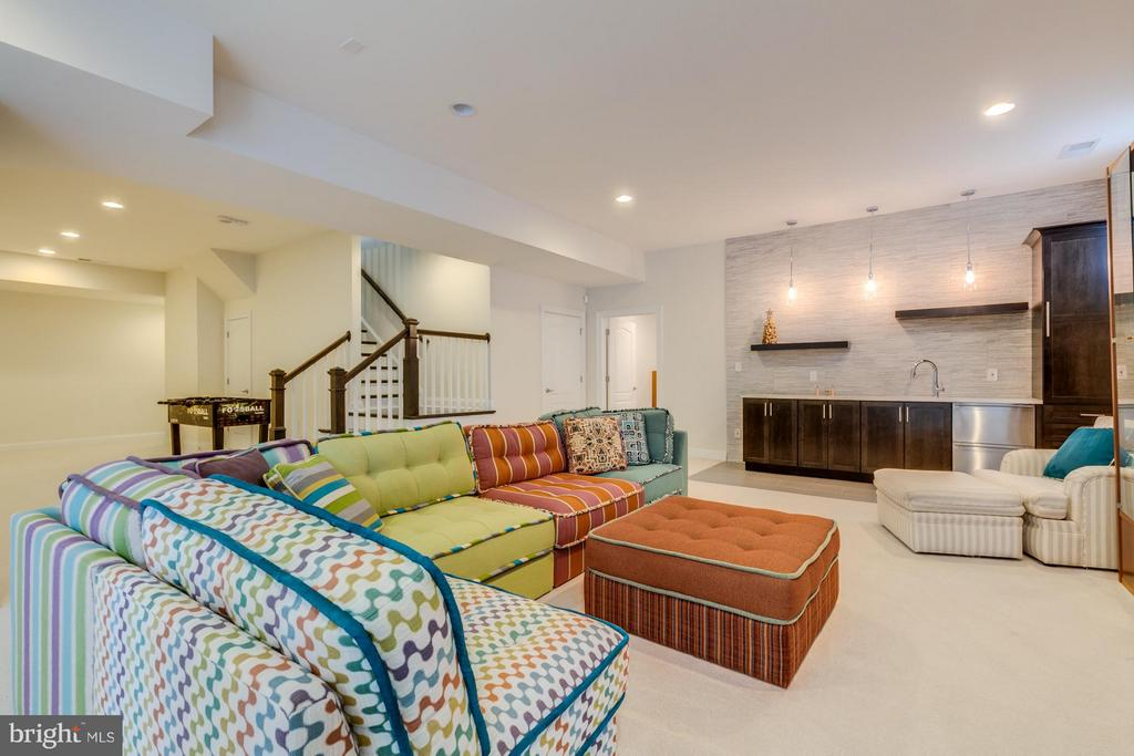 Recreation room perfect for entertaining - 41629 WHITE YARROW CT, ASHBURN