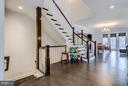 Spacious and inviting foyer to greet guests - 41629 WHITE YARROW CT, ASHBURN