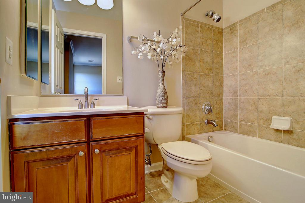 Full Bath - 25804 SPRING FARM CIR, CHANTILLY