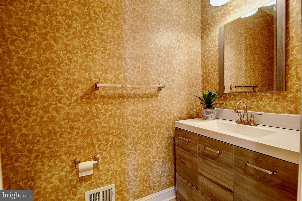 Half Bath - 25804 SPRING FARM CIR, CHANTILLY
