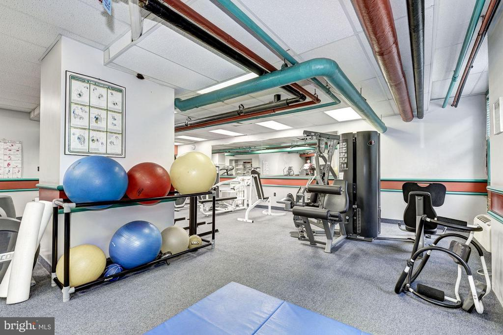 Fitness Room - 4000 CATHEDRAL AVE NW #812B, WASHINGTON