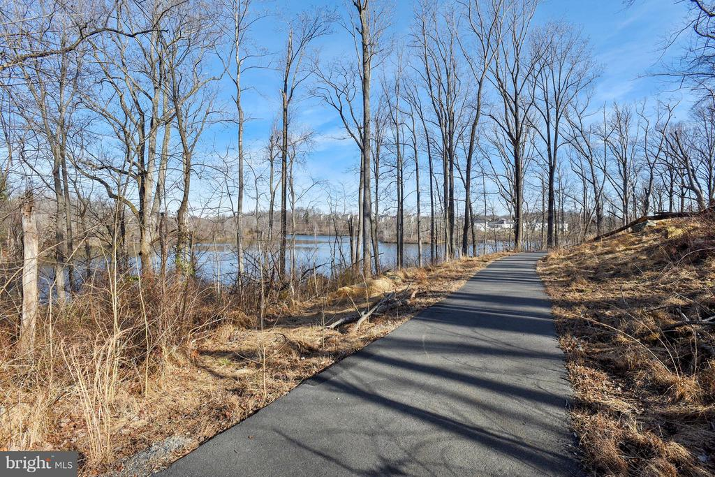 Lake/Trail - 17800 AIRMONT RD, ROUND HILL
