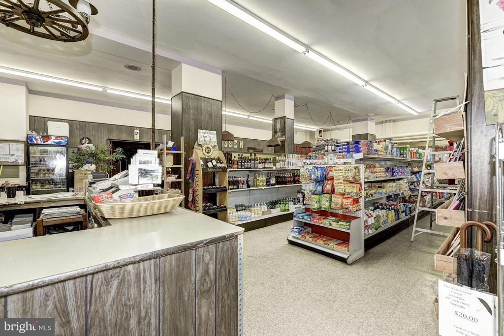 Convenience Market - 4000 CATHEDRAL AVE NW #812B, WASHINGTON