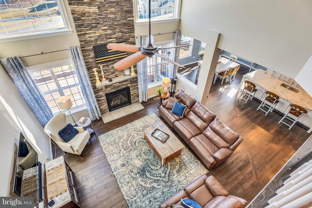 Upper Level Landing View - 17800 AIRMONT RD, ROUND HILL