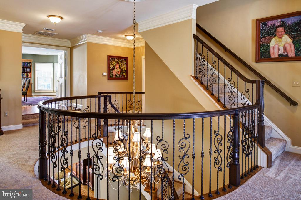 Curved  overlook in upper hallway. - 5862 SADDLE DOWNS PL, CENTREVILLE