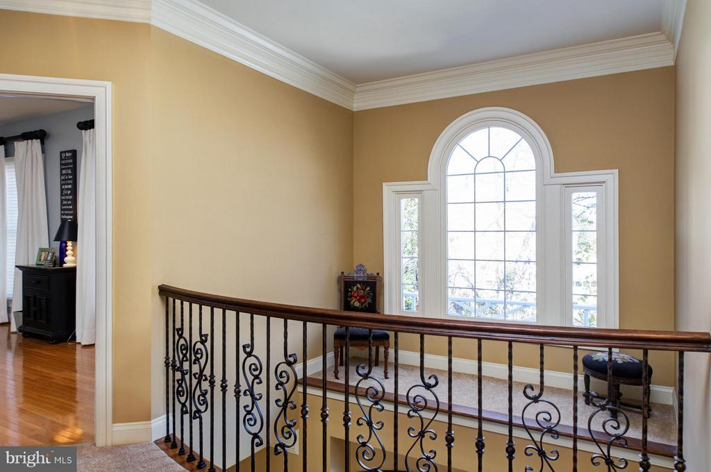 Upper level hallway with wrought iron balusters. - 5862 SADDLE DOWNS PL, CENTREVILLE