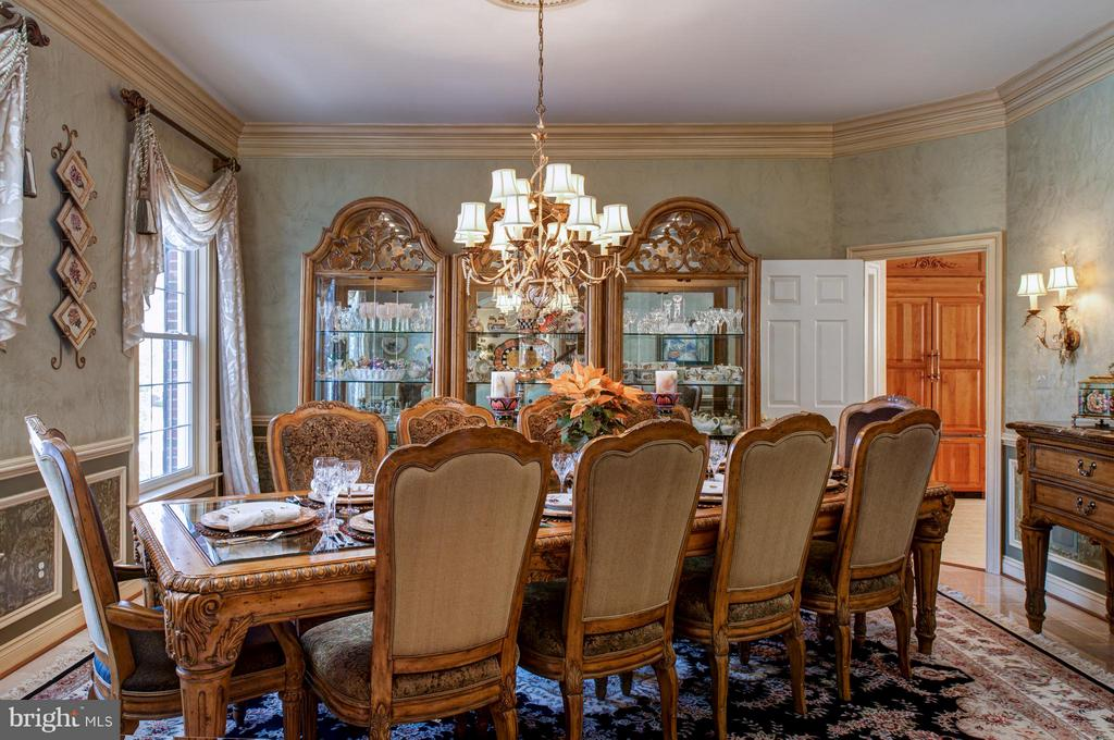 Formal dining room. Perfect for entertaining. - 5862 SADDLE DOWNS PL, CENTREVILLE