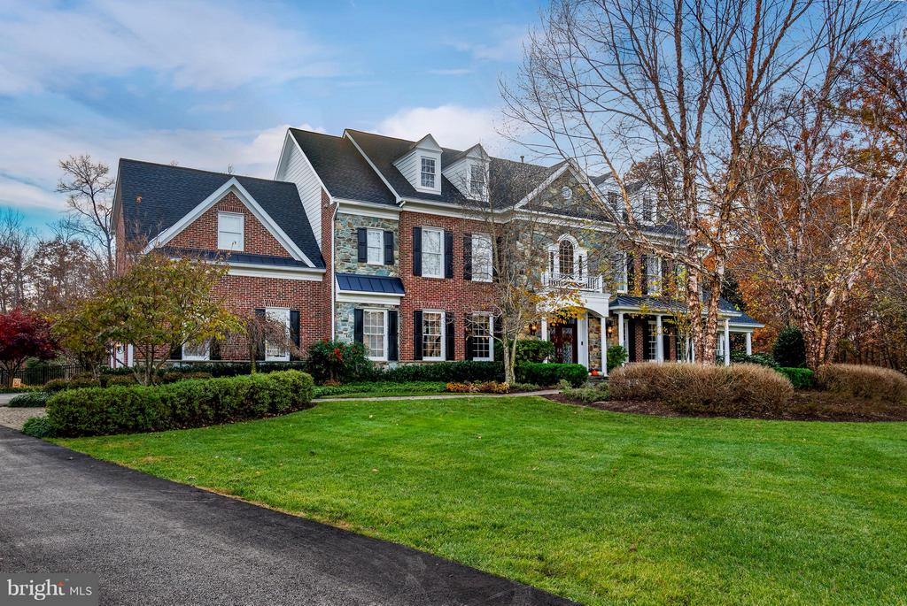 Beautiful, professional landscaping. - 5862 SADDLE DOWNS PL, CENTREVILLE