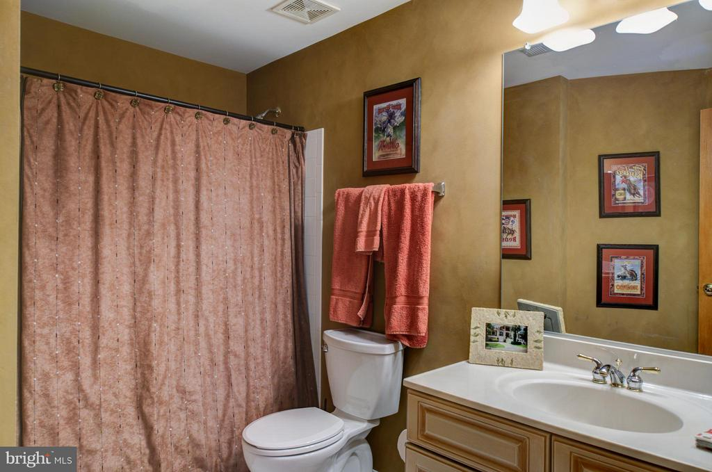 Basement full bath. - 5862 SADDLE DOWNS PL, CENTREVILLE