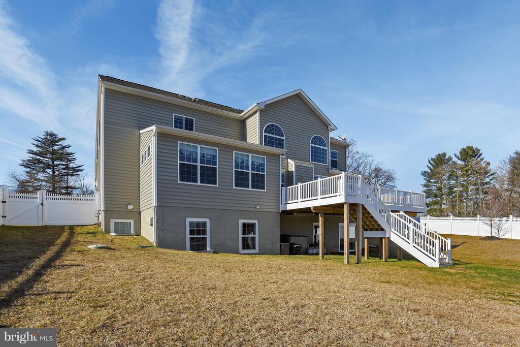 Rear Exterior - 17800 AIRMONT RD, ROUND HILL