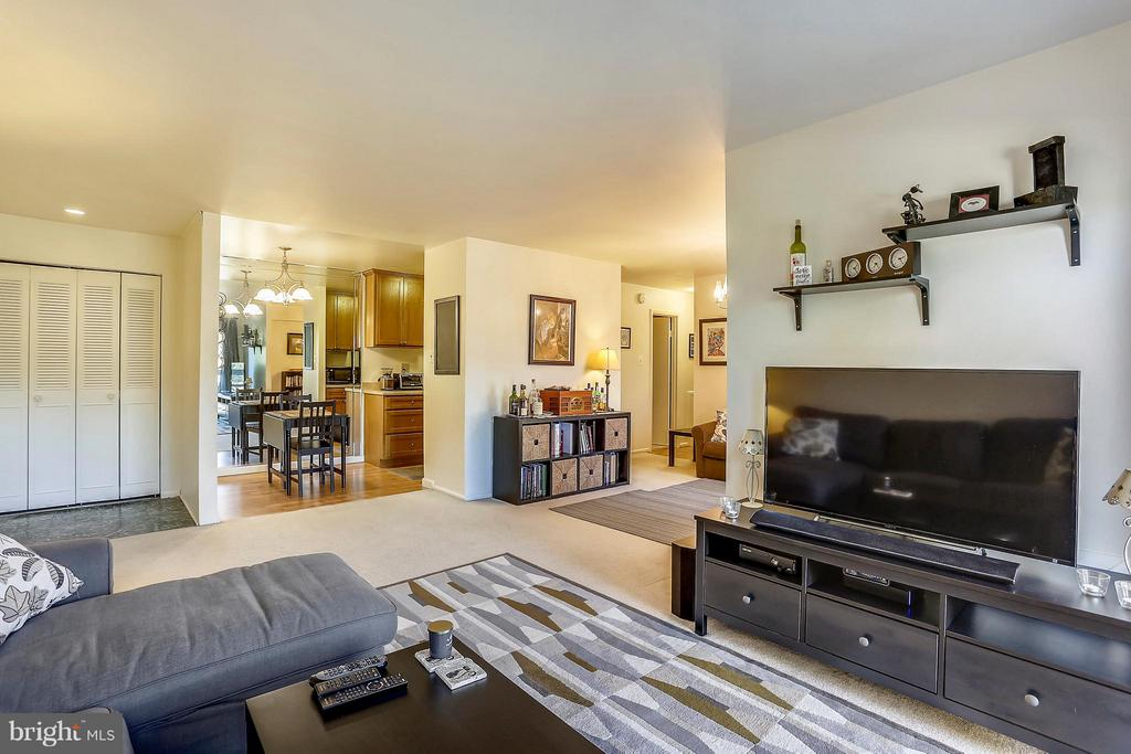 Open floor plan into DR and kitchen - 2301 GREENERY LN #104-5, SILVER SPRING