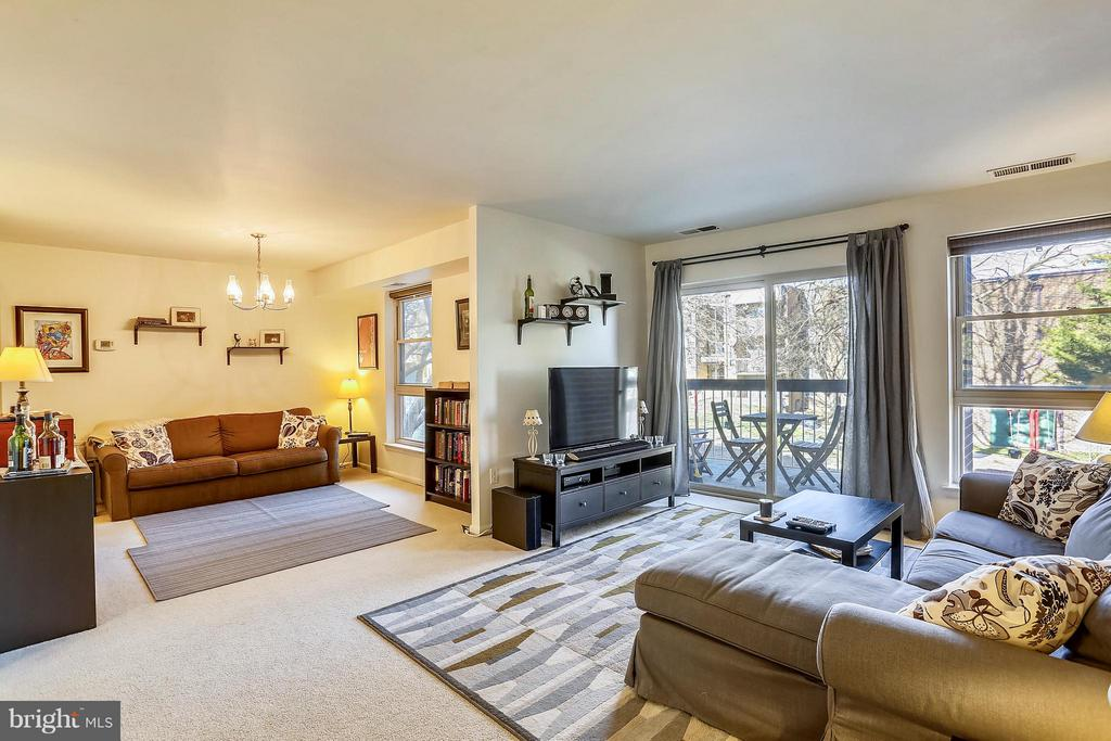 Spacious LR/family room combo w/oversized windows - 2301 GREENERY LN #104-5, SILVER SPRING