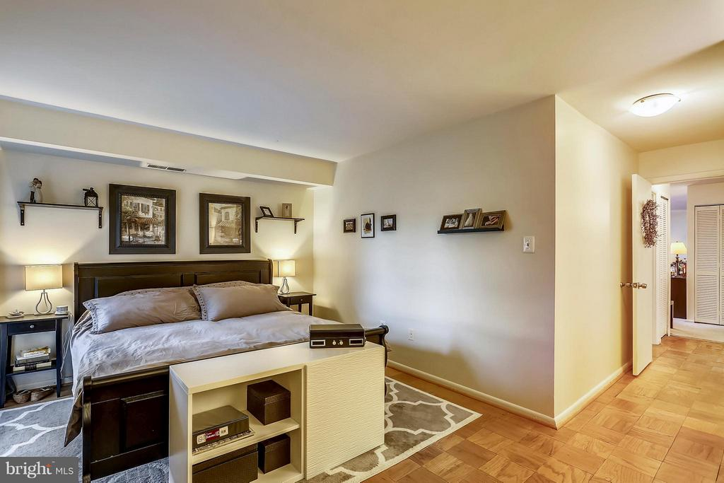 Large Master Bedroom - 2301 GREENERY LN #104-5, SILVER SPRING