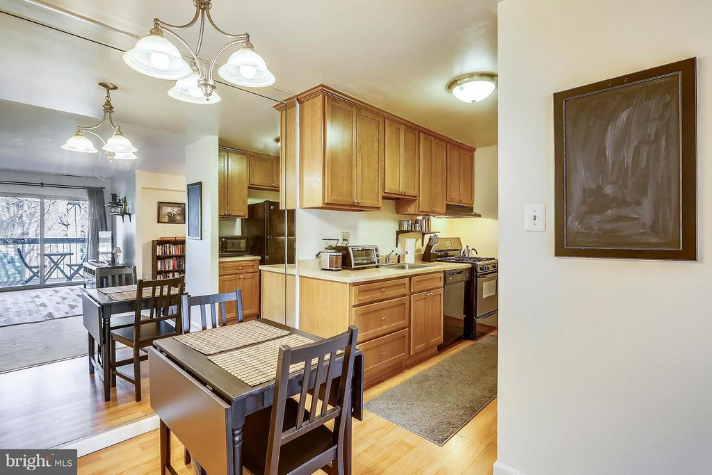 Eat-in kitchen/Dining Room space - 2301 GREENERY LN #104-5, SILVER SPRING