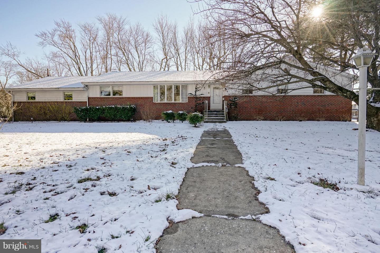 Maison unifamiliale pour l Vente à 400 MORSE Avenue Gibbstown, New Jersey 08027 États-Unis