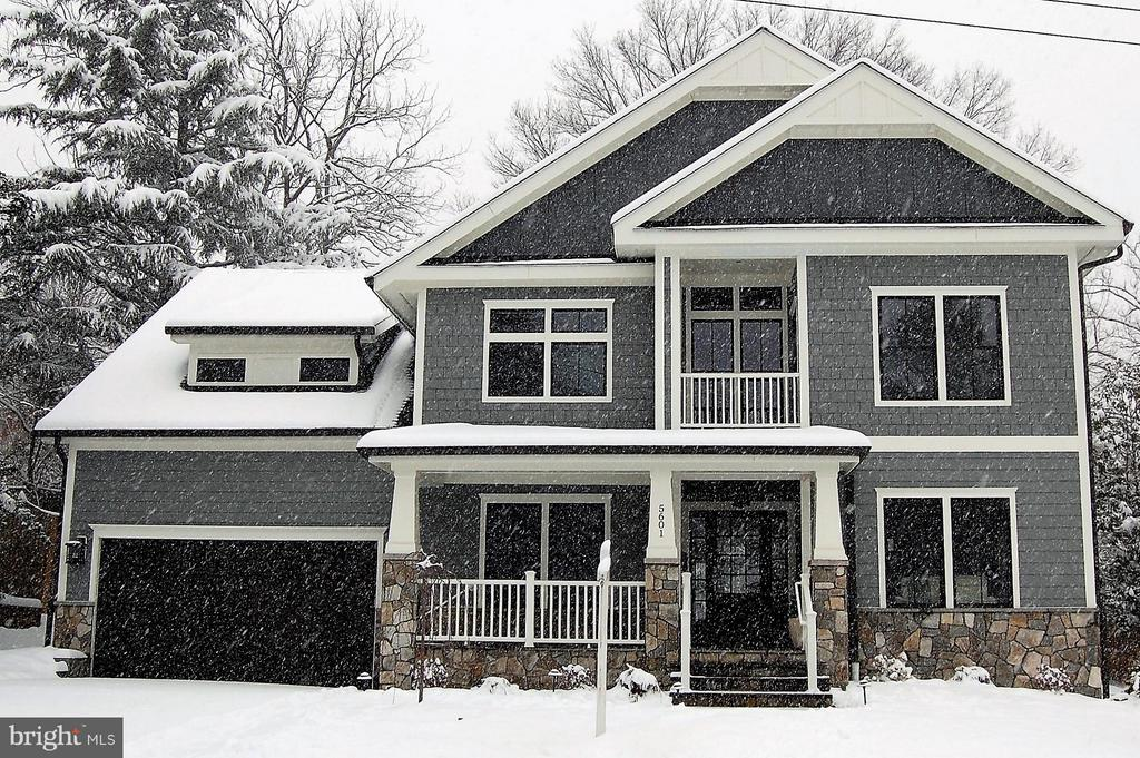 Gorgeous and stately in the first snowfall of 2019 - 5601 WILLIAMSBURG BLVD, ARLINGTON
