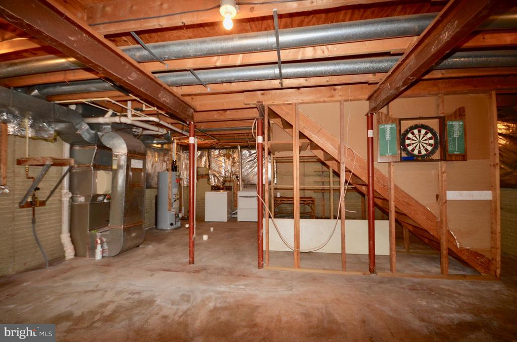 Basement w/rough in plumbing.  Updated appliances. - 14609 BATAVIA DR, CENTREVILLE