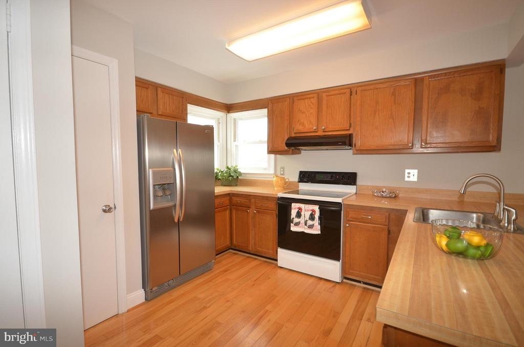 Stainless Refrigerator and Dishwasher. - 14609 BATAVIA DR, CENTREVILLE