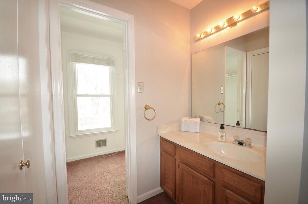 Sink/vanity off Master BR to walk in closet. - 14609 BATAVIA DR, CENTREVILLE
