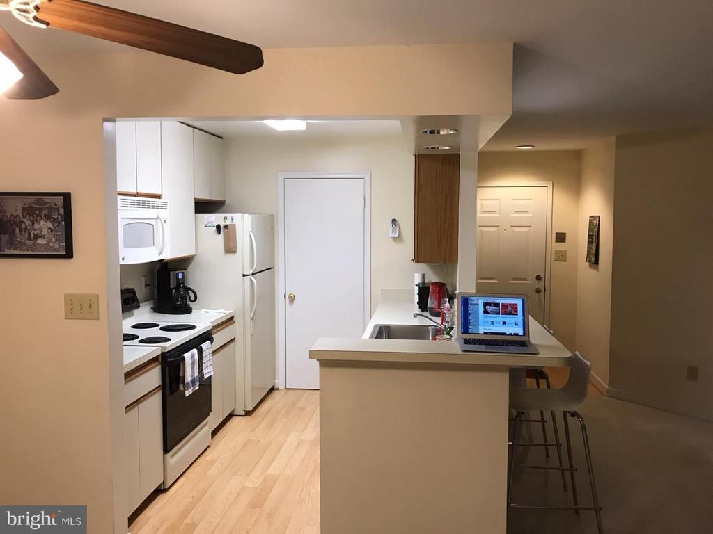 Kitchen/breakfast bar - 13702 MODRAD WAY #8-B-21, SILVER SPRING