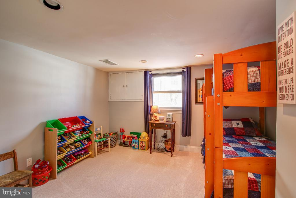 Bedroom on entry level - 4616 UPLAND DR, ALEXANDRIA
