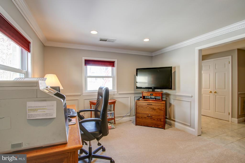 Spacious Office on entry level - 4616 UPLAND DR, ALEXANDRIA