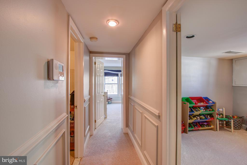 Entry lvl includes 2 beds, 2 baths, office - 4616 UPLAND DR, ALEXANDRIA