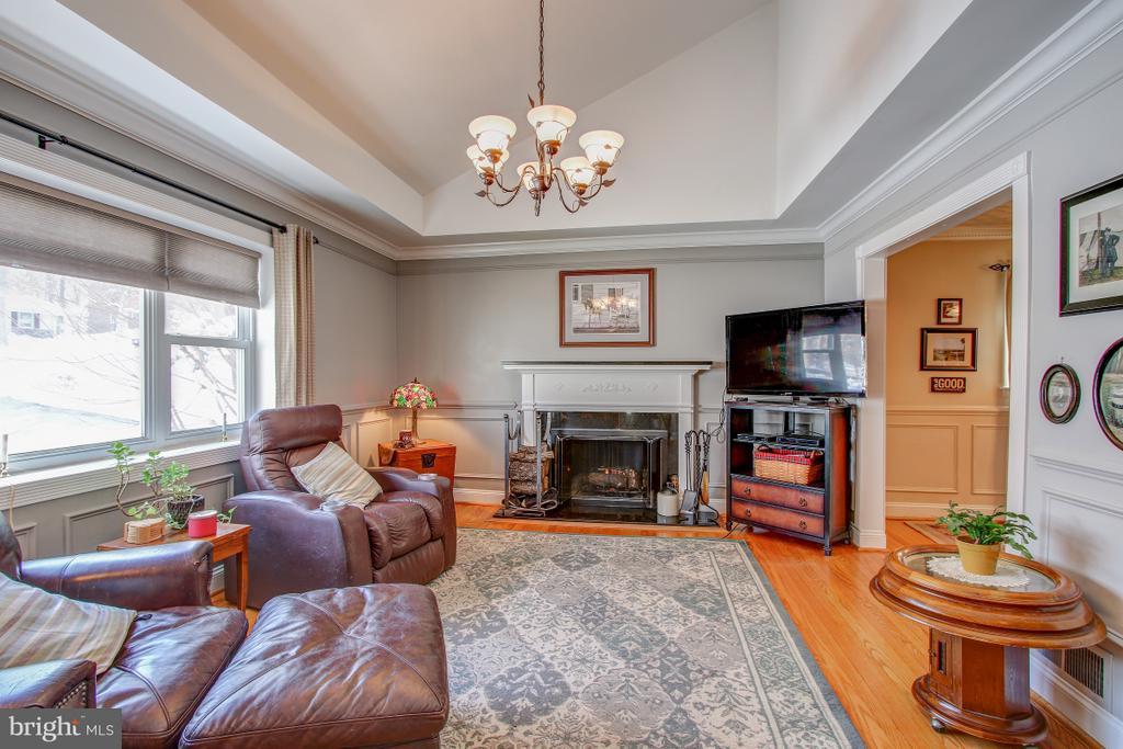Living room, wood floors - 4616 UPLAND DR, ALEXANDRIA