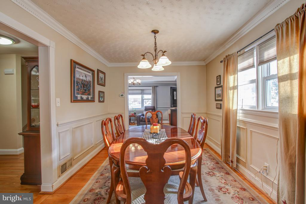 Scpacious Dining room connects with Kitchen - 4616 UPLAND DR, ALEXANDRIA