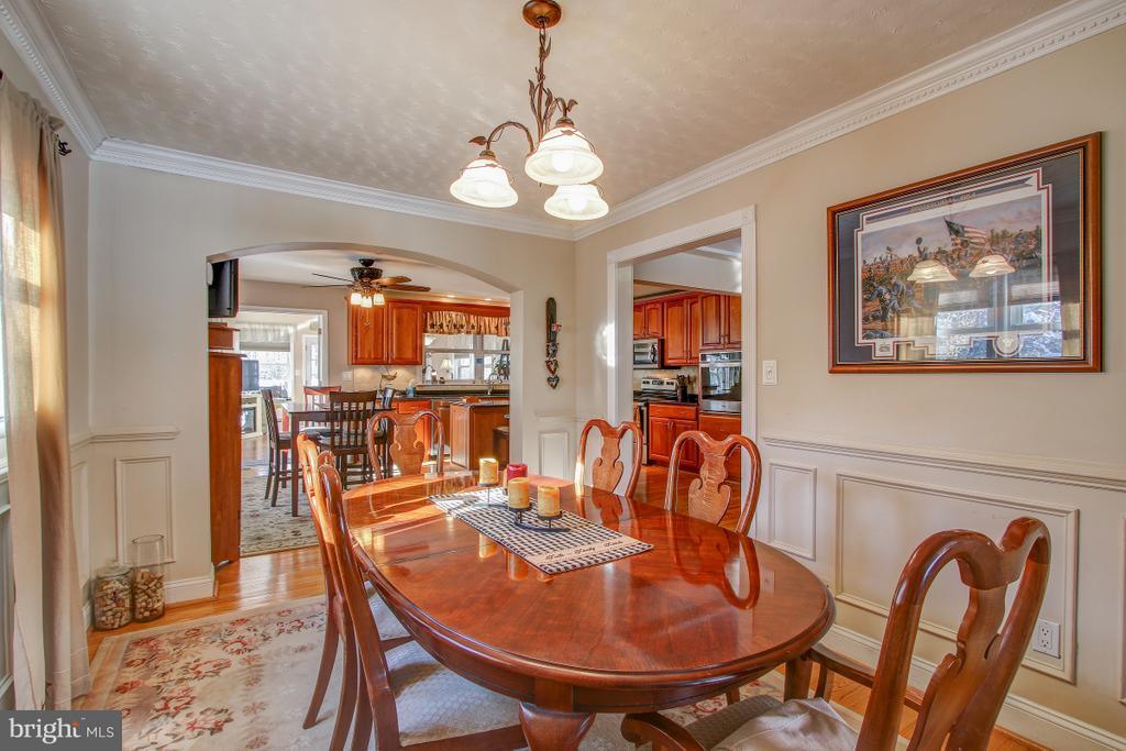 Plenty of room to entertain your guests here! - 4616 UPLAND DR, ALEXANDRIA